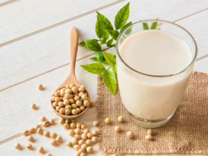 豆乳に含まれる「イソフラボン」が発毛に作用するメカニズムは?