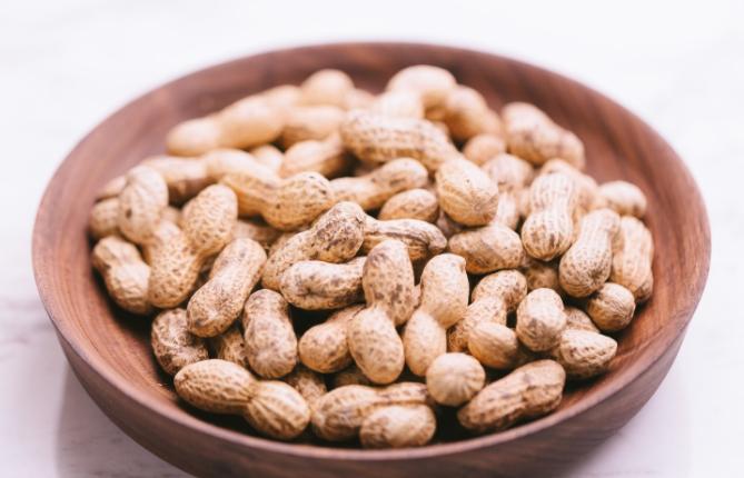 ピーナッツで発毛できる?含まれる栄養素とは?